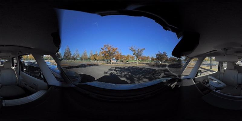 実際の360°駐車中のサンプル画像はこちら